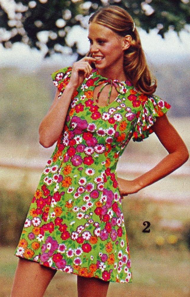 86e7929b Bright floral print dress, 1973. (♥) | Seventies Fashion | Fashion ...