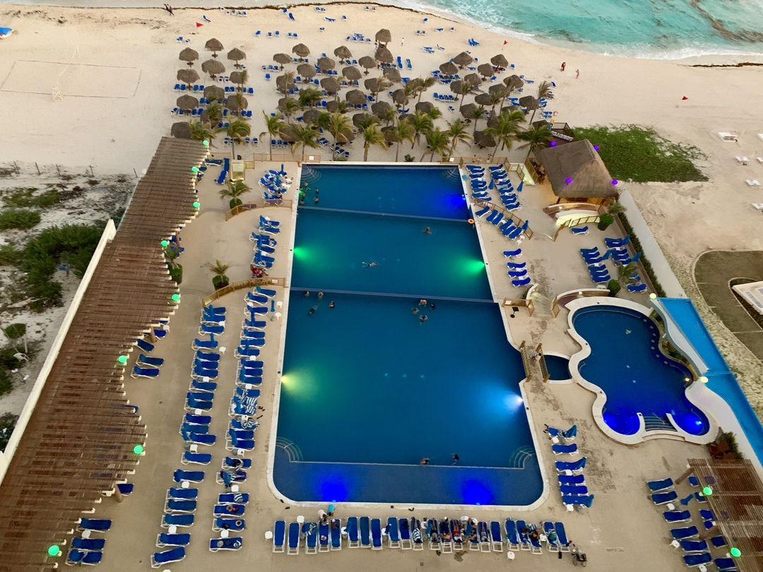 Our Stay At Seadust Cancun Family Resort Redhead Mom Cancun Family Resort Family Resorts Cancun Family