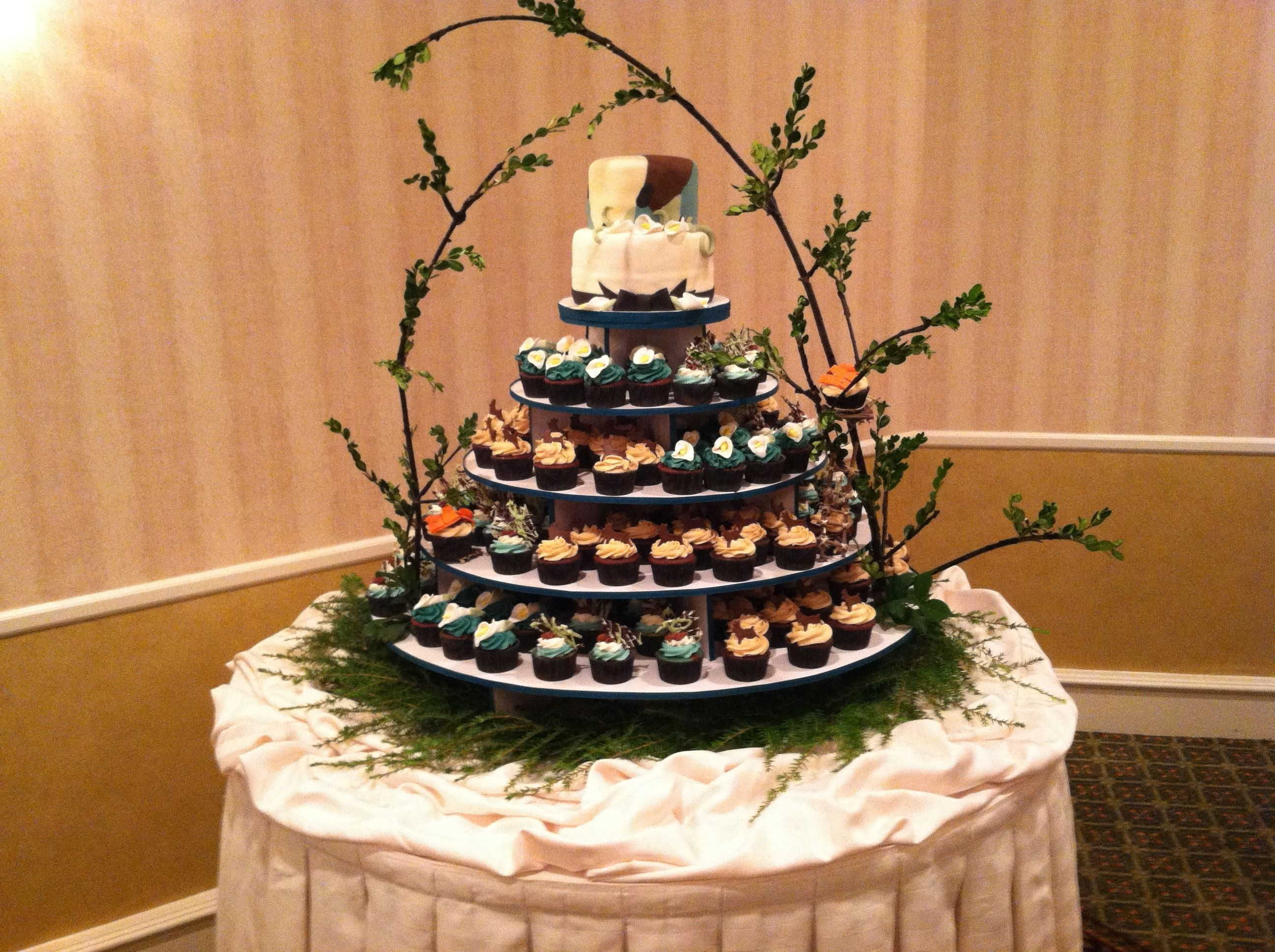 Camouflage Cupcake Tower Other Mixed Shaped Wedding Cakes Wedding Cakes With Cupcakes Wedding Cake Pinterest Fishing Wedding Cakes