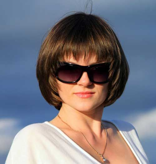 15 Short Haircut Designs For Round Faces