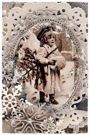 Nok et julekort :-)      Her har jeg sydd rundt det ene panelet....for hånd! :-) Tok en evighet...hihi   Har brukt hvit dabber på kante...