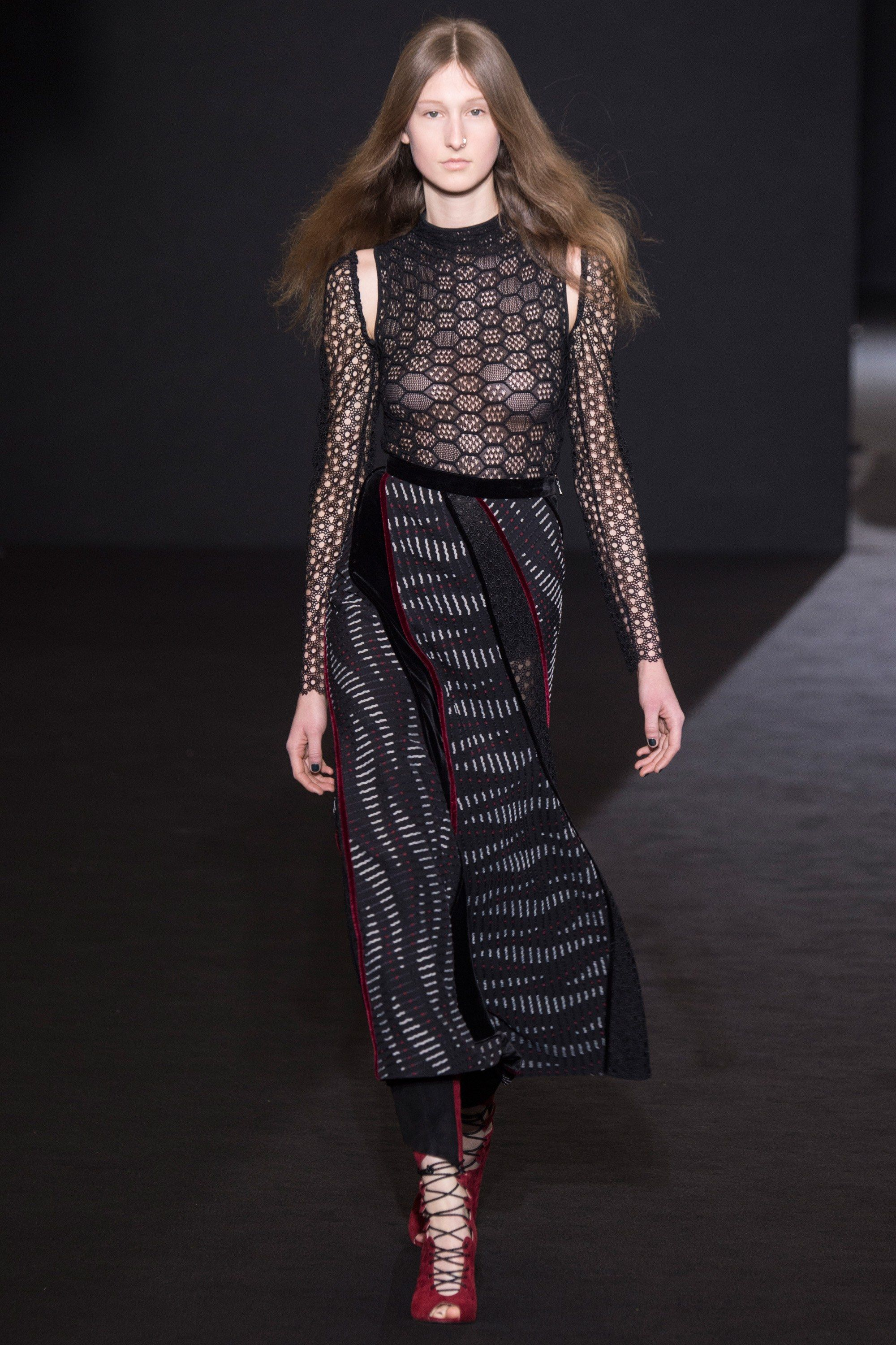 Roland Mouret Fall 2016 Ready-to-Wear Collection Photos - Vogue