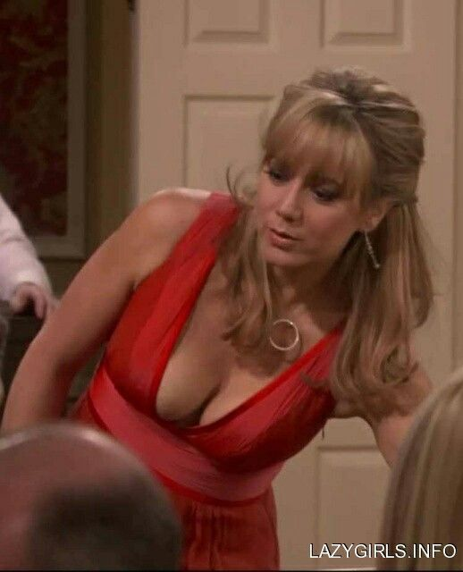 megyn price cleavage   Gilly's Interest   Megyn price, Rules of engagement, Kaley cuoco gif