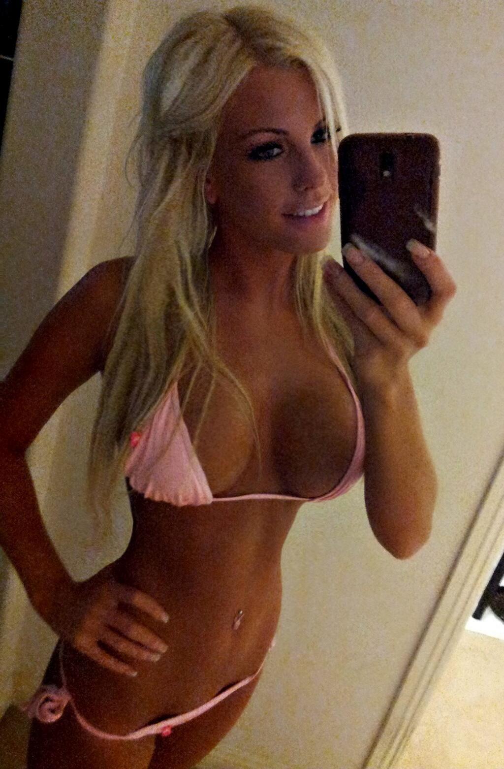 Über 40 nackte Selfies