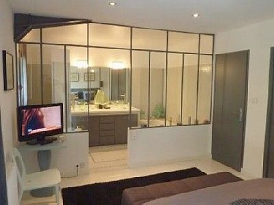 salle de bain chambre 1 douche et baignoire chambre. Black Bedroom Furniture Sets. Home Design Ideas