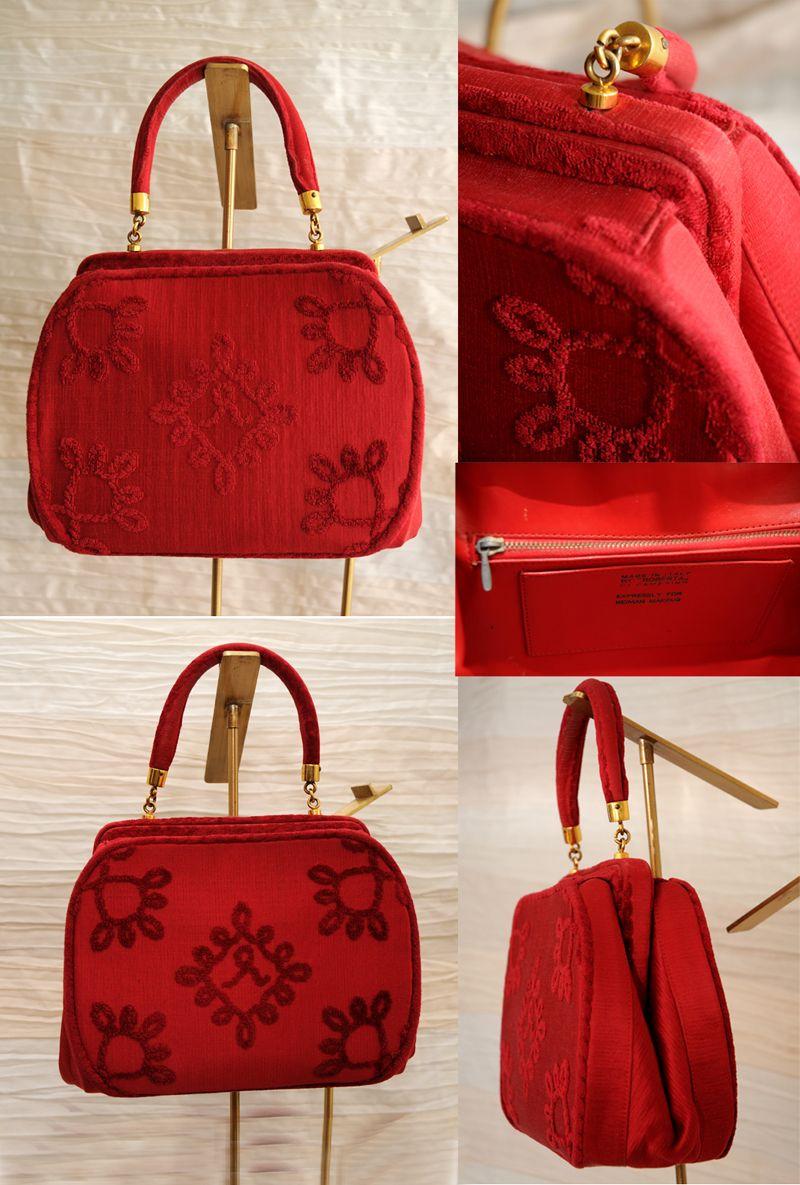 """Borsa di velluto di seta intagliato di colore rosso Roberta Di Camerino. Produzione """"Expressly for Neiman Marcus"""". Anni '50.  € 650,00"""