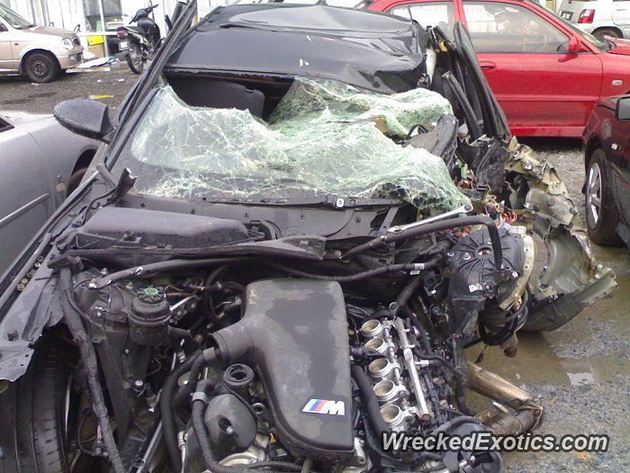 Bmw M Series M5 E60 Crashed In Malaysia Bmw M Series Bmw Car Crash