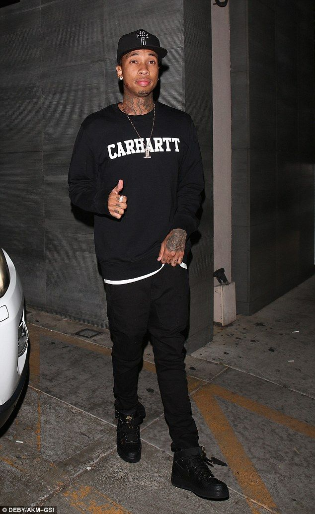 0bc5737ca Kylie Jenner and Tyga enjoy family dinner hours after Blac Chyna ...