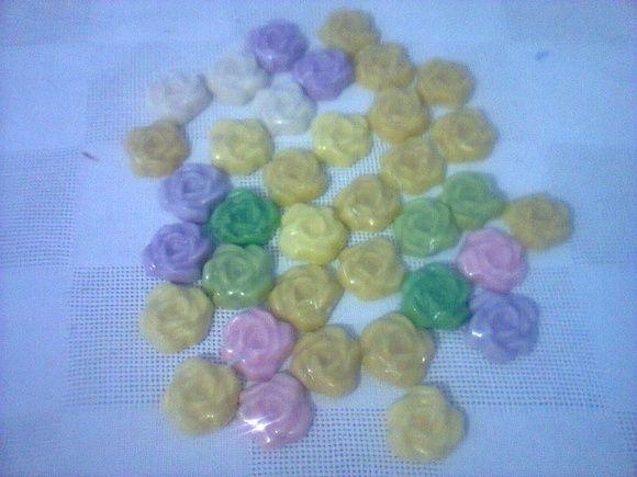 Mine Rosas de sabonetes embalagem reciclavel super delicado Com laços de fitas + tag. a escolher.  Cores, a escolher.  Essência : a escolher R$ 0,60