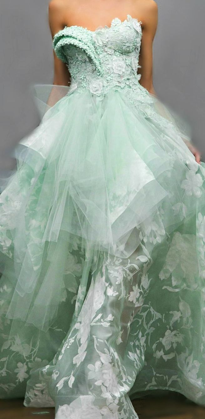 Love the mint color and the bodice details.  Hübsche kleider