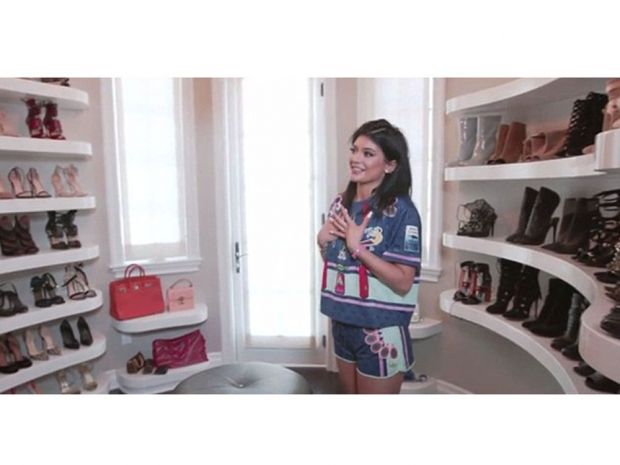 Kylie Jenner Gives Us A Tour Of Her Huge Walk In Wardrobe