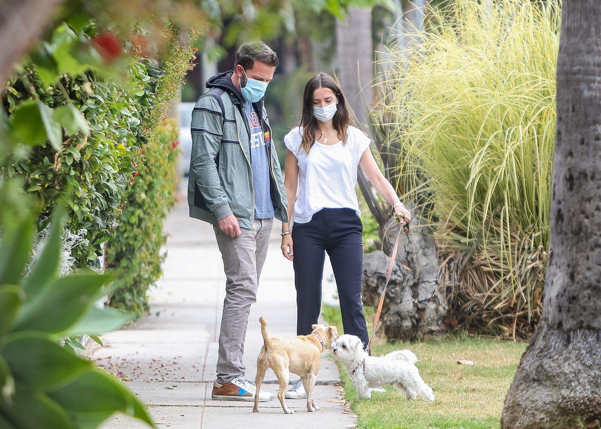Ben Affleck And Ana De Armas Went On A Double Date With Matt Damon And Luciana Barroso Ben Affleck Matt Damon Ben Affleck News