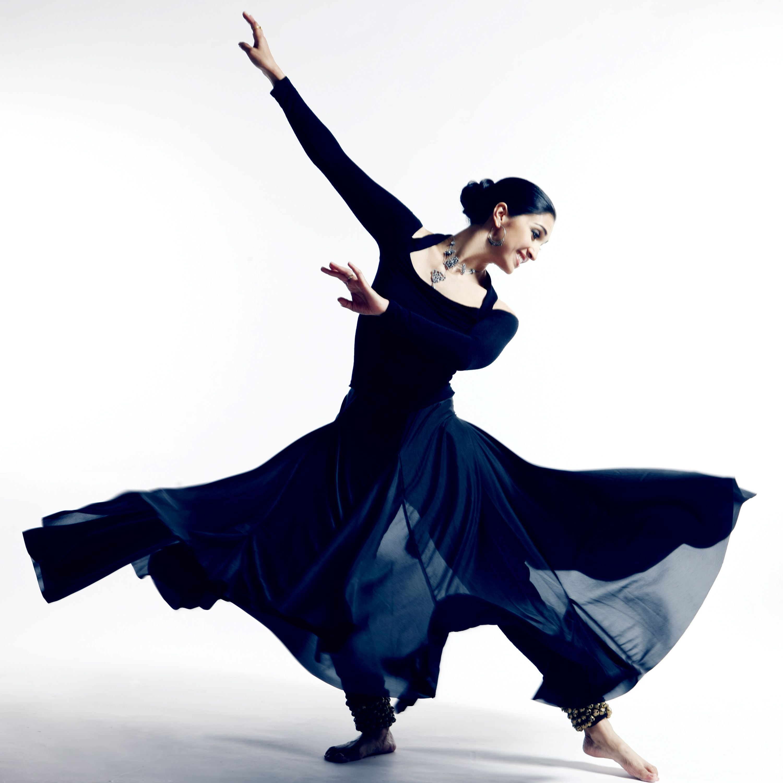 Modern Dance Poses | Contemporary Dance Poses Kathak dance ...