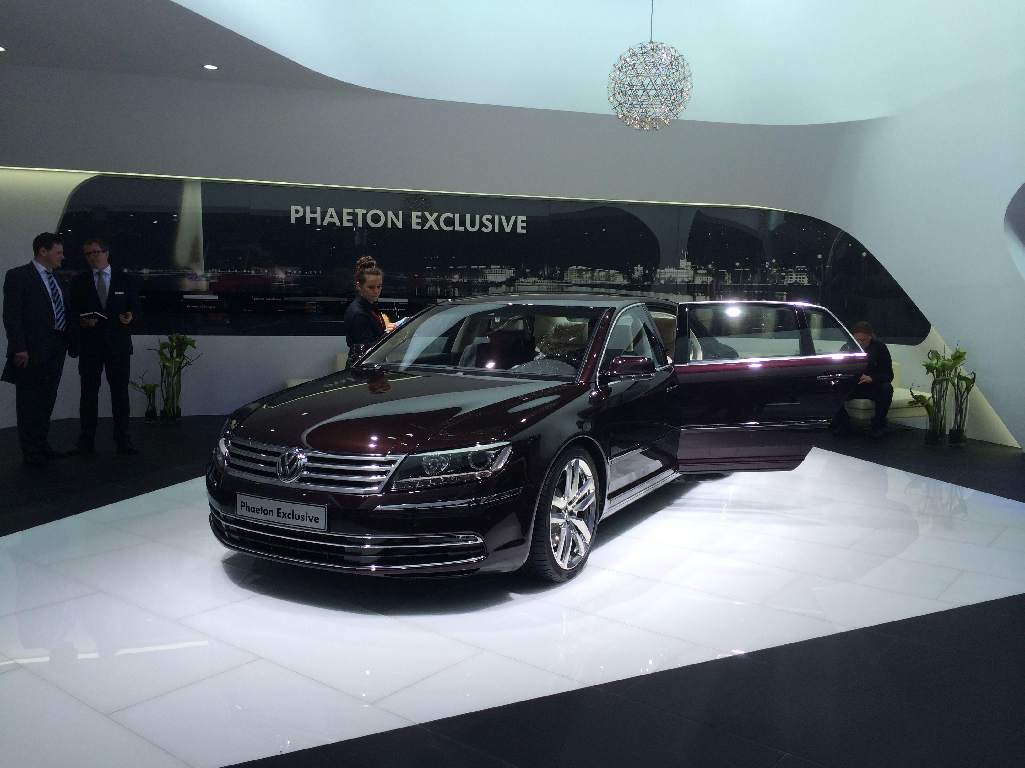 VW prøver stadig med Phaeton. Med med det lille hjørne af udstillingen den havde fået, så tror VW vist ikke en gang selv på den model længere...