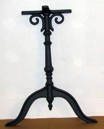 Gusseisen Tischbeine klassische Form in STGALLEN kaufen