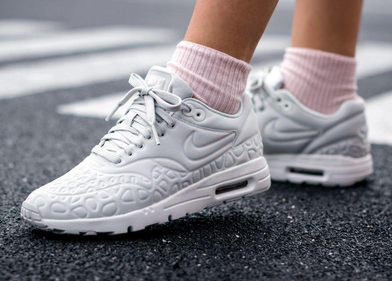 Nike Wmns Air Max 1 Ultra Plush | Skate wear, Urban outfits
