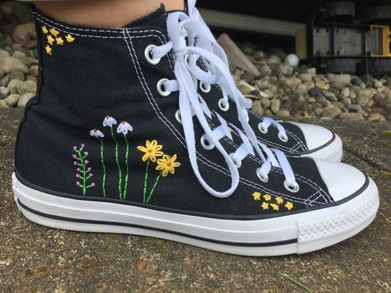 Cobertizo Oscurecer rutina  Stars and Flowers Embroidered Converse 724094446324060240 | Moda con  zapatillas, Bordado zapatillas, Zapatos pintados a mano