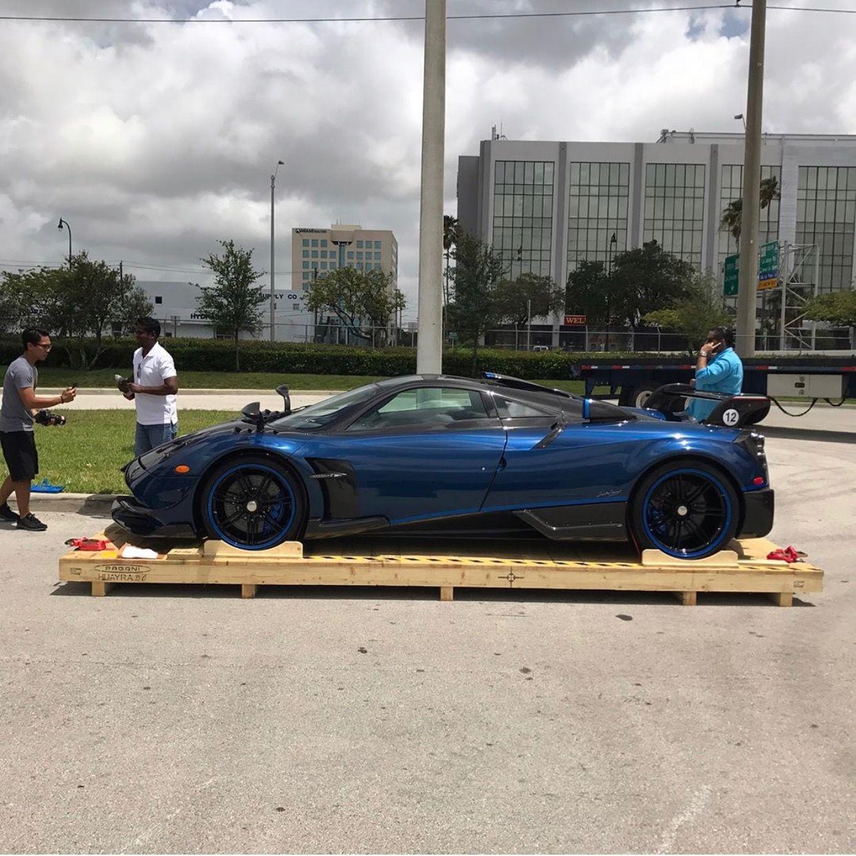 Pagani Huayra Bc Macchina Volante Made Out Of Exposed Blue And