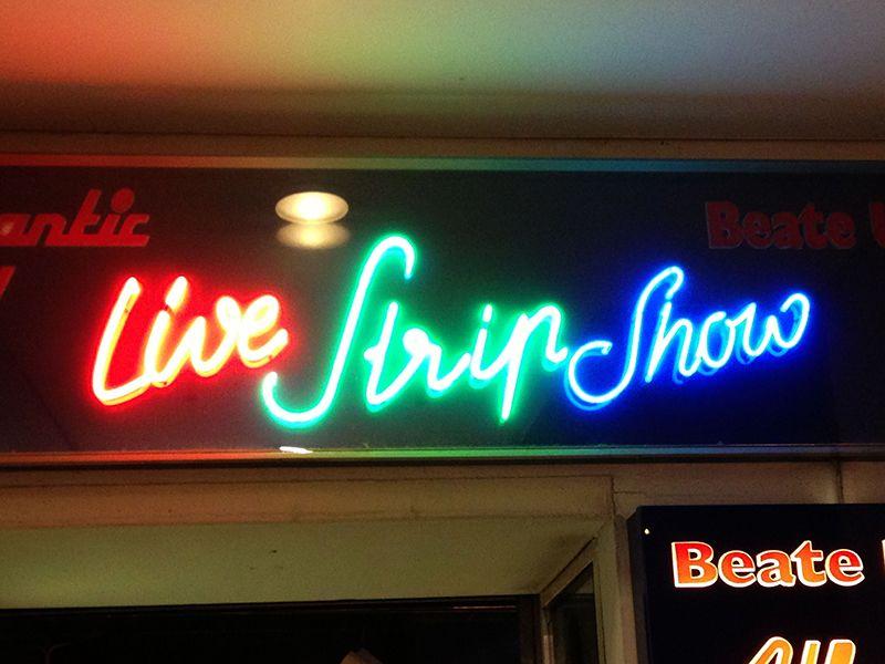 Lve Stripp-Show