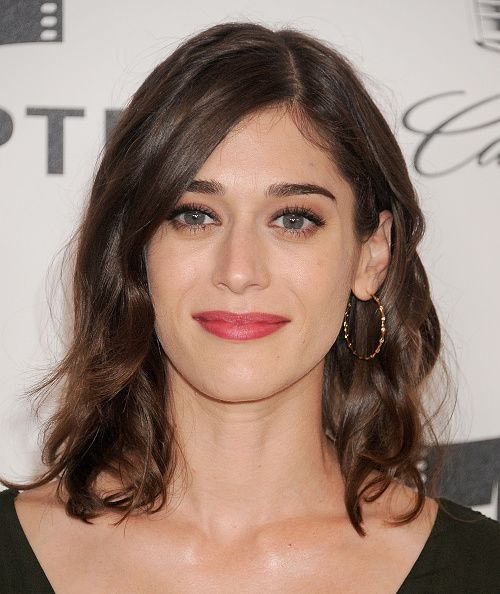 Lizzie Caplan Wearing Ippolita 18k Gold Stardust 3 Starlight Diamond Hoop Earrings