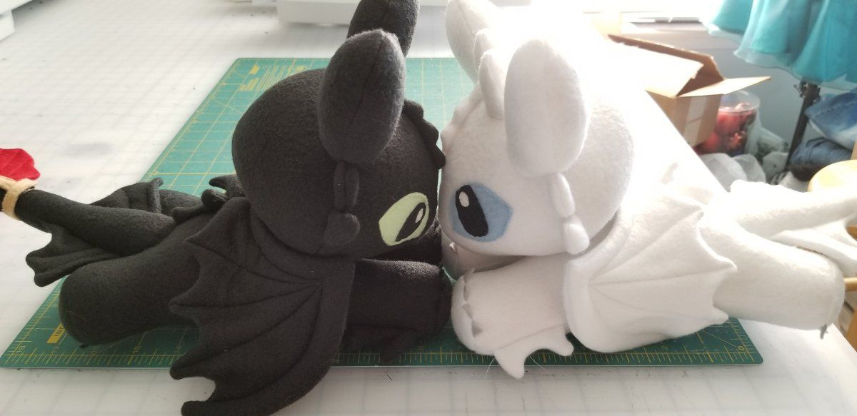 How to train your dragon night light fury plushies