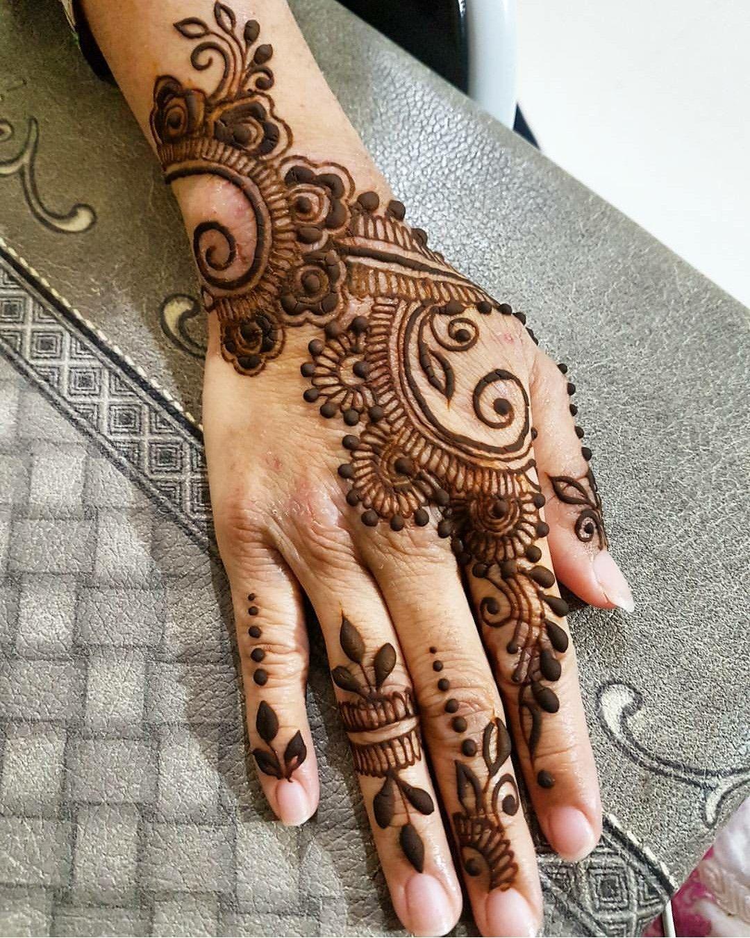 Pin de PRASHANTHI en Mehndi Designs | Pinterest