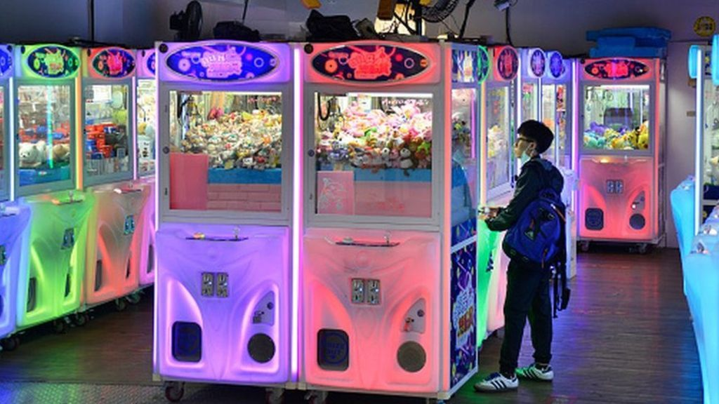 Taiwan Crackdown Over Claw Machine Face Mask Prizes Claw Machine
