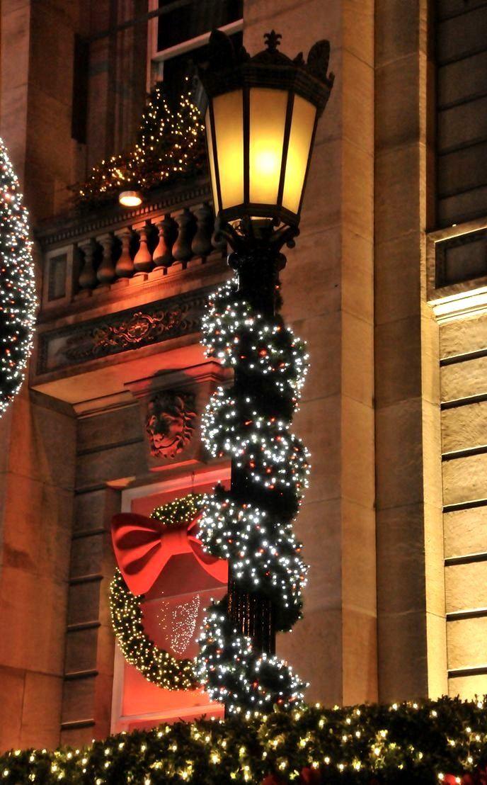 Christmas mood Edinburgh, Scotland (by Charlotte Frey) The Charm - Decoracion Navidea Para Exteriores De Casas