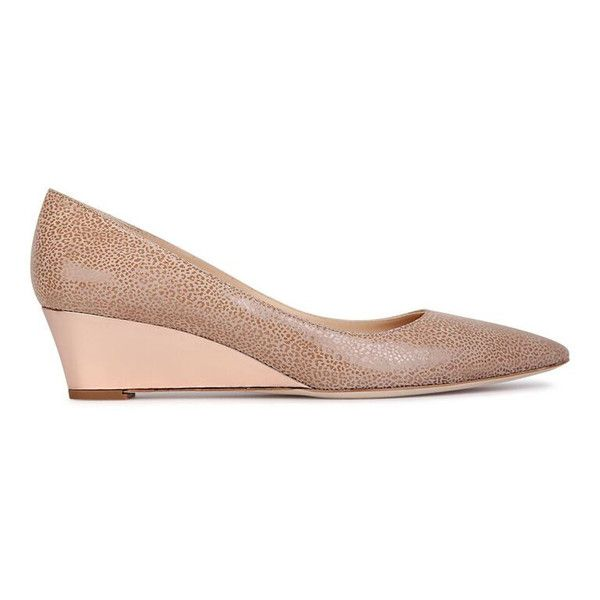 [TRENTO] Pointed Toe Wedge: Tan Savannah Suede with Warm Gold Specchio Wedge, Handmade in Italy. It features a low, 4 cm (1.5 in) wedge to provide a greater level of support for your back than typical ballet flats. The neck of the shoe is high and does not show toe cleavage. Want a different color on the wedge? Design your own shoes. Email us or visit www.viajiyu.com. #VIAJIYU #TRENTO #tan #tanwedge #savannah #tansavannah #wedge #wedgeheels #madeinitaly #madetoorder #designyourown #shoelove