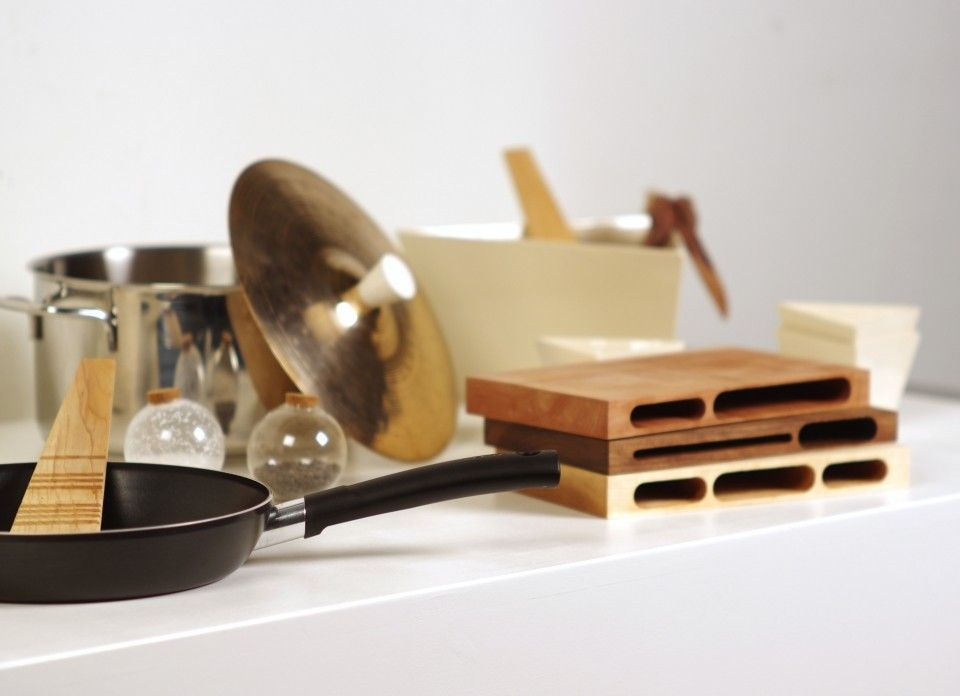 A special set of cooking tools, in which wood and smooth details express all the joy of spending time together.