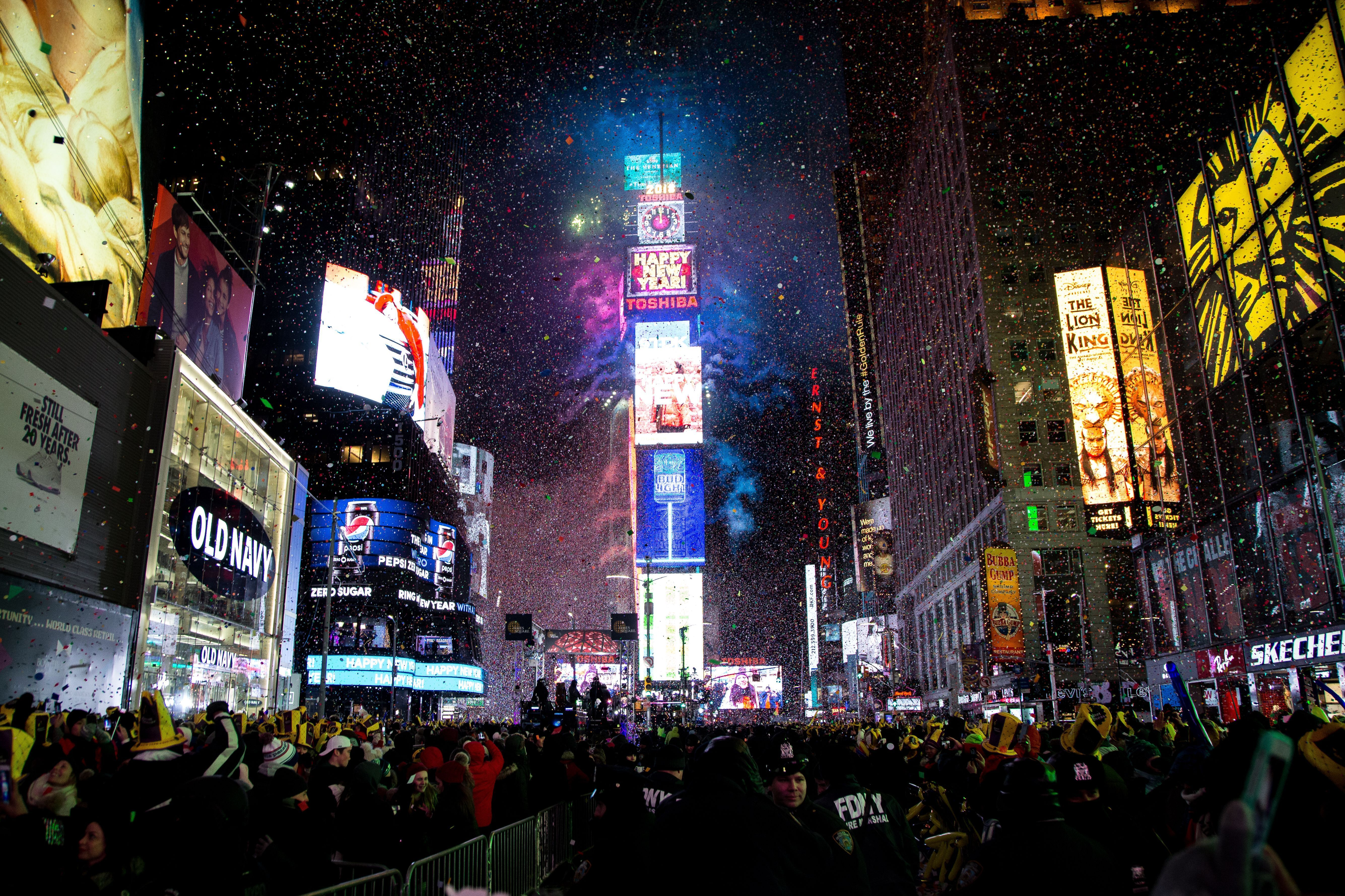 Where They Drop The Ball New Years Eve Nyc Times Square New