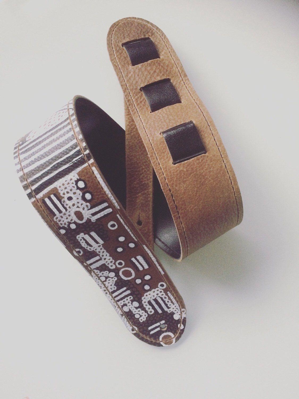 Een persoonlijke favoriet uit mijn Etsy shop https://www.etsy.com/nl/listing/256687496/raven-guitar-straps-leather-guitar-strap