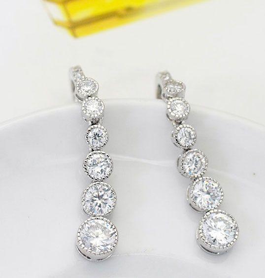 I shape shining drop earrings,