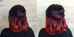 Cabello corto con mechas californianas rojas