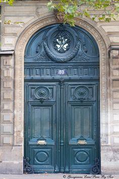 turquoise door in Paris