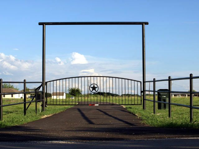 Ranch entryways ranch residential entry gates for Ranch home entryway design ideas