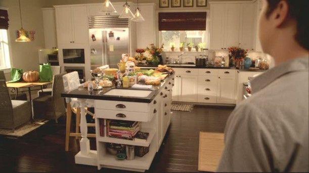 Cougar Town Set Jules Kitchen Empty 611x343 By Karapaslay