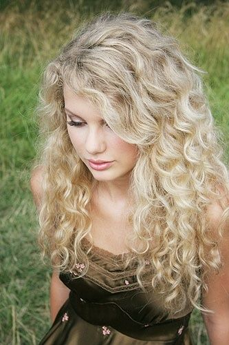 Curly Long Blonde Hairstyle Taylor Swift Hair Curly Hair Styles Curly Hair Styles Naturally