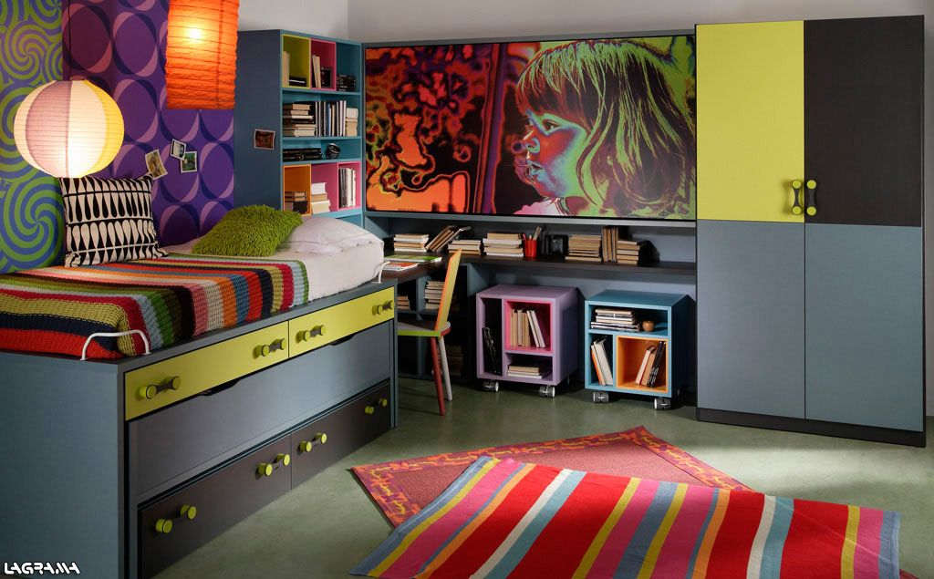 Catálogo Aire avatar 02 . Dormitorio juvenil de tres camas con litera abatible superior y armario de puertas batientes