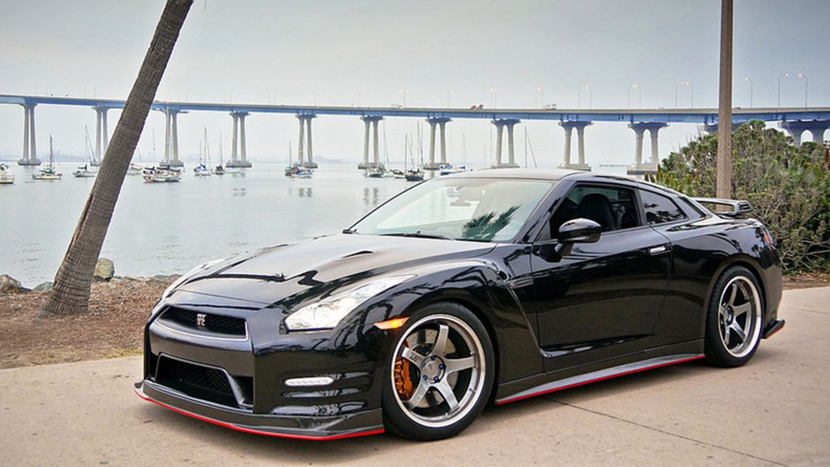 Beautiful San Diego and Iconic GTR's, a match made in