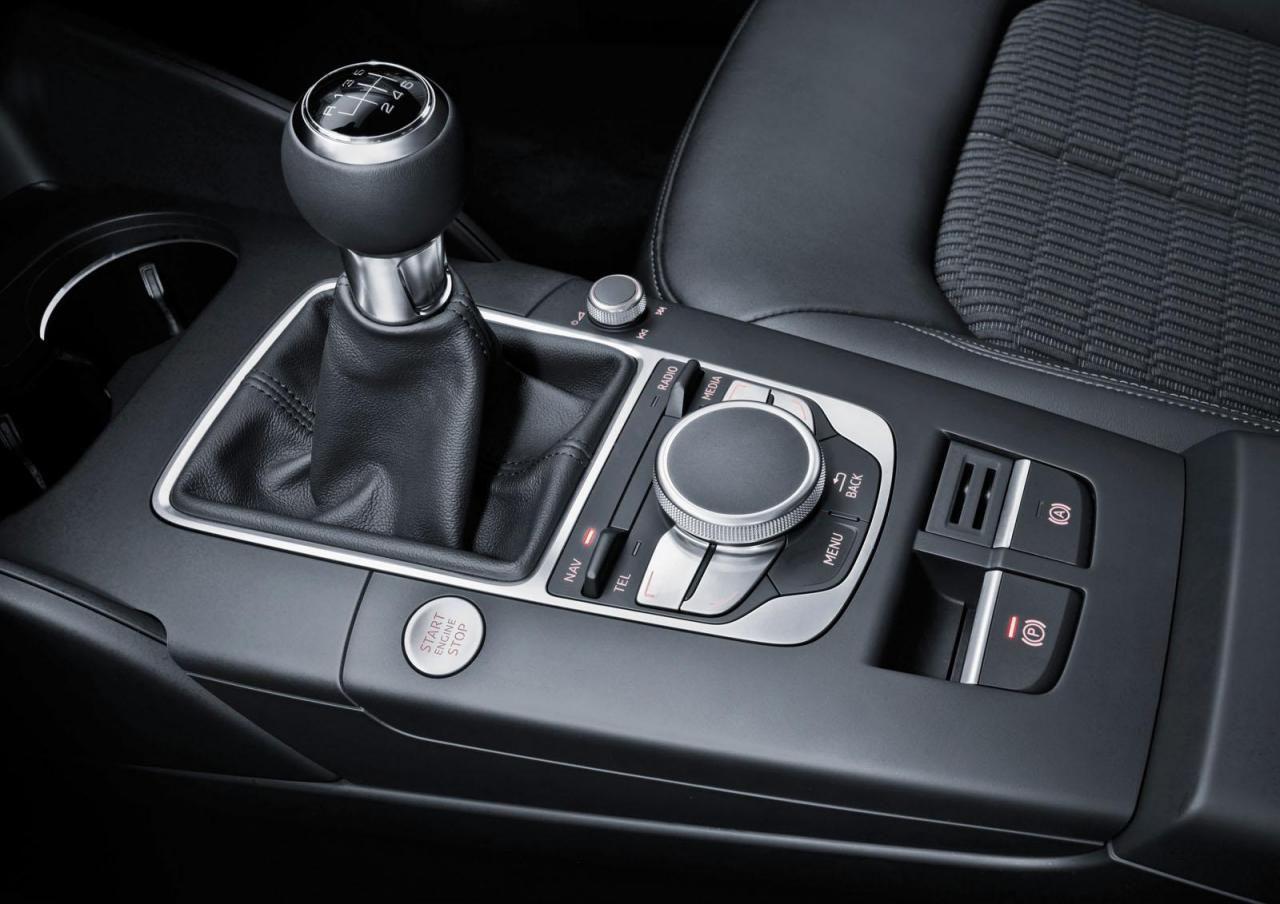 Audi представила обновленный интерьер A3 на Consumers