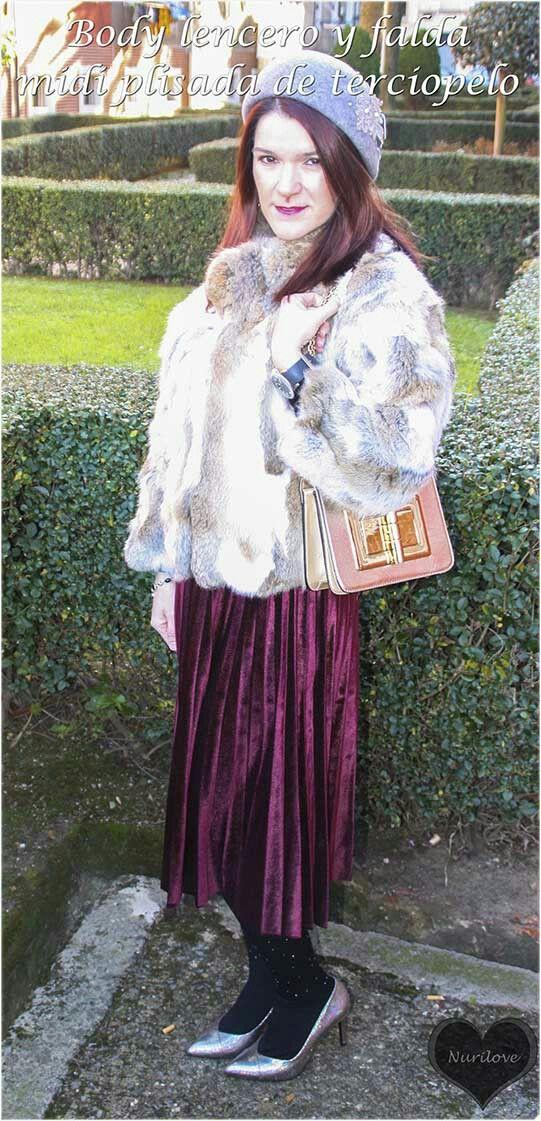 Body lencero y falda plisada de terciopelo
