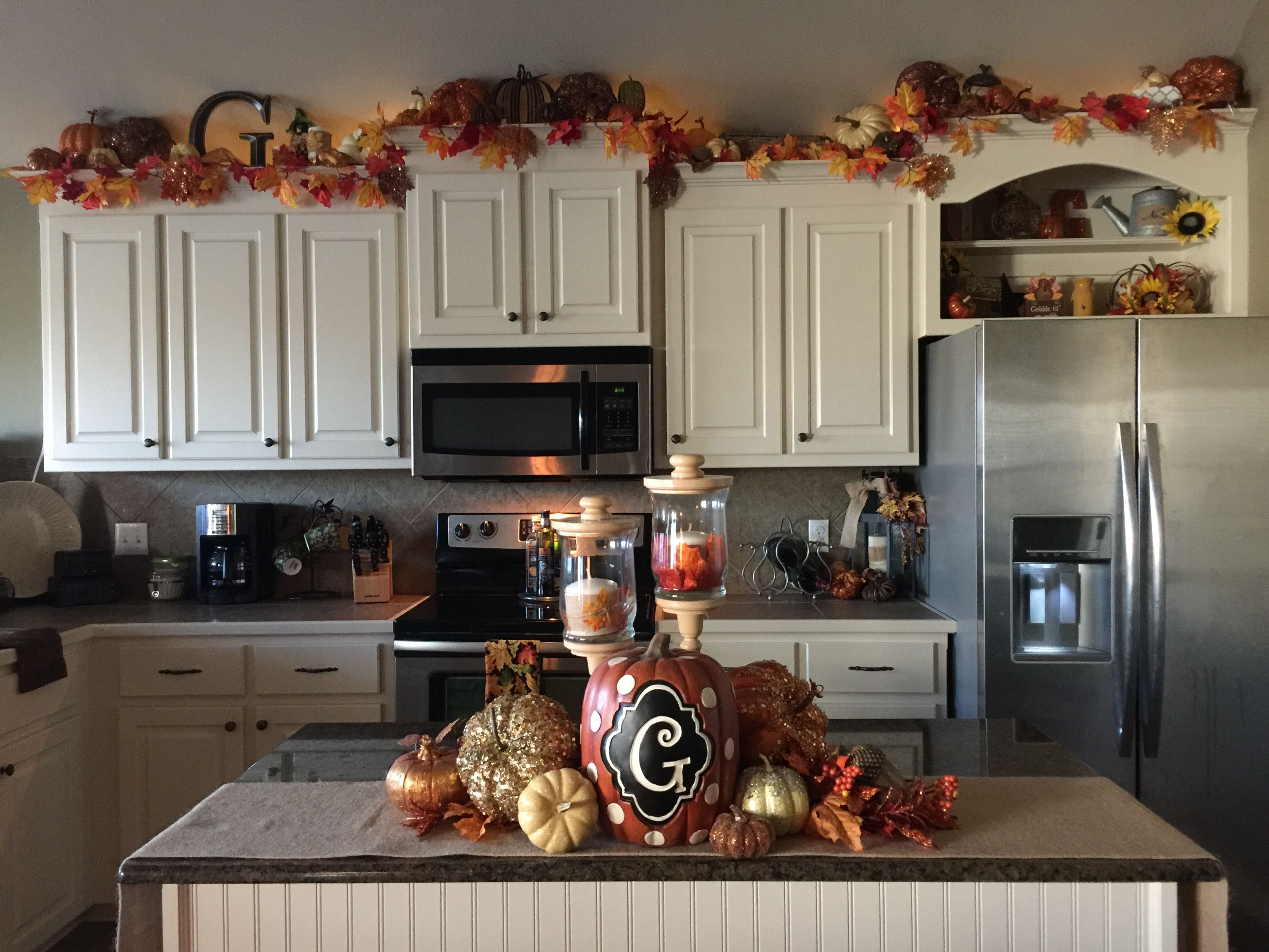 fall kitchen decor bar chairs starter home small decorations above cabinet thanksgiving decoration