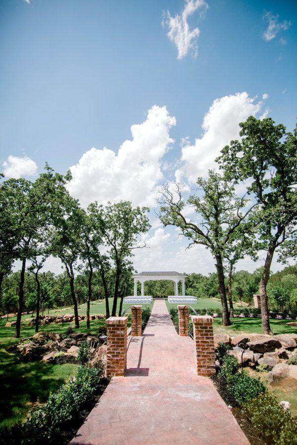 manor wedding venue outdoor ceremony site