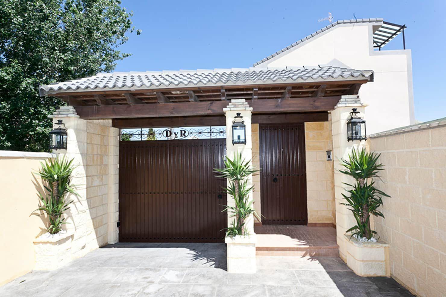Puerta De Entrada Azd Diseno Interior Puertas Y Ventanaspuertas Homify Frente De Casas Sencillas Marquesinas De Casas Fachadas De Casa Rusticas