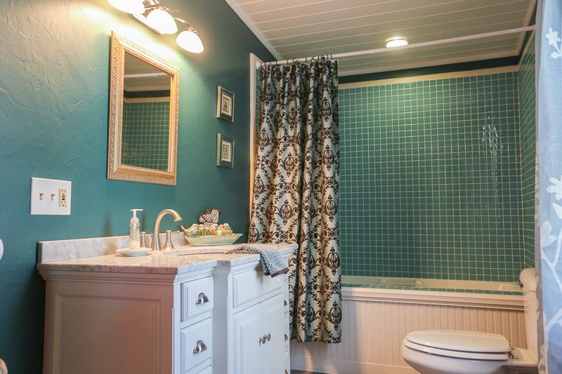Absolute Charm Luxury Bed and Breakfast Reservation Service Fredericksburg, Texas - Lincoln Street Inn Launch Page