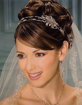 11 Peinados para novias con velo y tiara