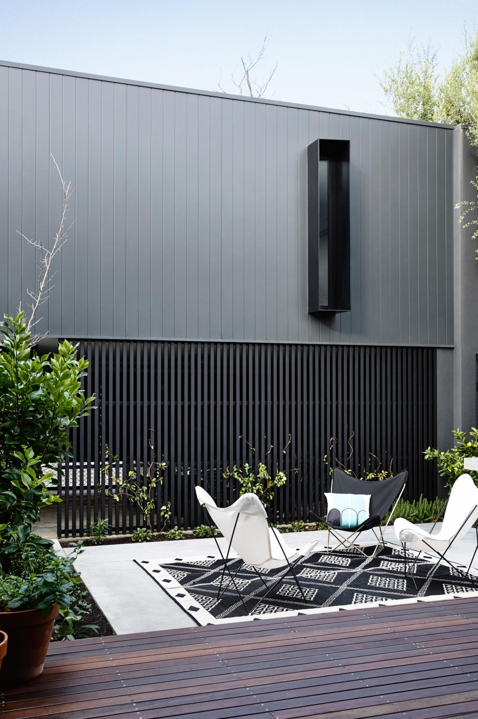 Townhouse + yoga studio = inner city oasis. Photography by Derek Swalwell. Designed by Inform Design (informdesign.com.au).