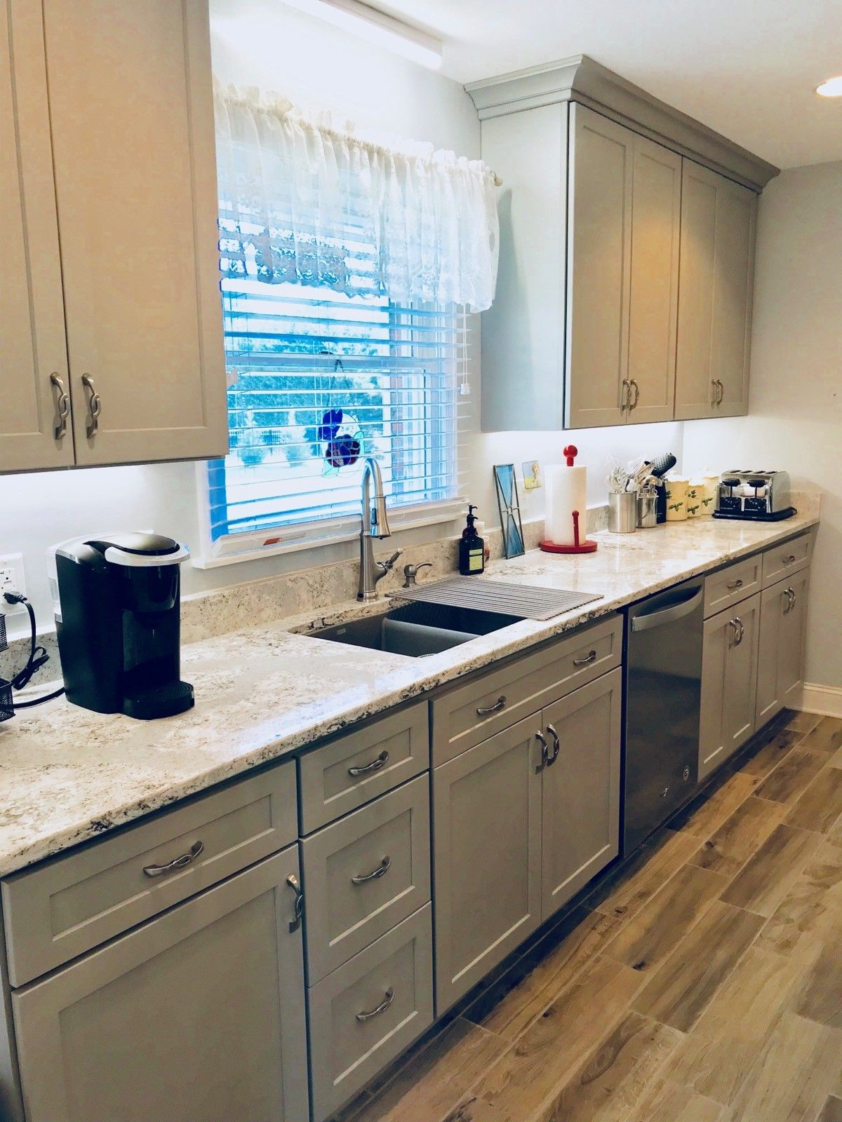 Homecrest Sedona Maple Willow Paint Perimeter And Kith Creekstone Gray Paint Island Cabinets Ge Profile Stainless Appl Grey Kitchen Cabinets Kitchen Kitchen S