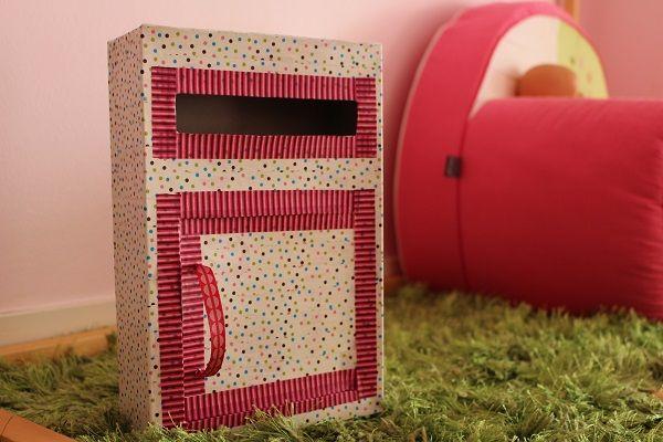 diy une boite aux lettres en carton lettres en carton. Black Bedroom Furniture Sets. Home Design Ideas